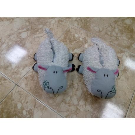 Zapatillas ovejitas.