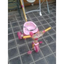 Triciclo rosa con palo