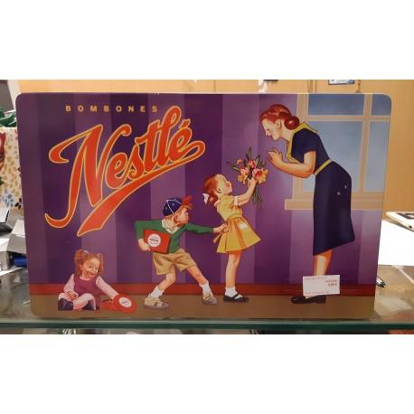 Caja metálica Nestlé