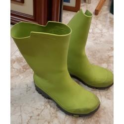 Botas de agua verdes.