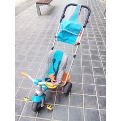 Triciclo con mango.
