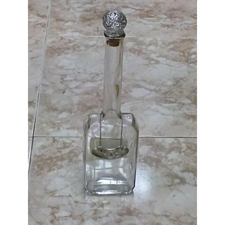 Botella para licor alta.