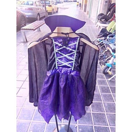 Disfraz de bruja con capa.
