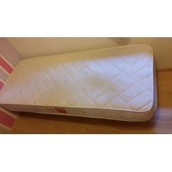 Somier y colchón de 190x80 cm.