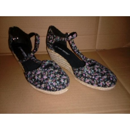 Sandalias con cuña negras