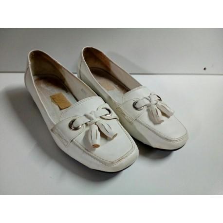 Zapatos planos blancos